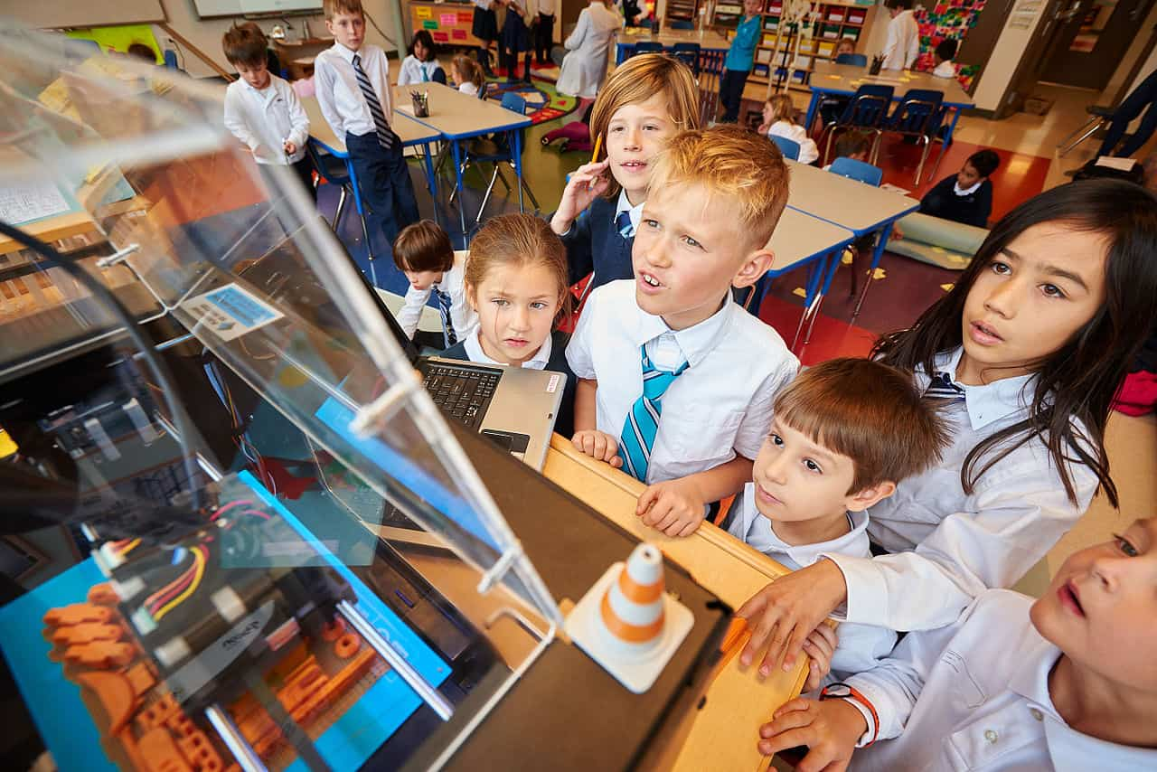 children learning about 3D printing in lesson